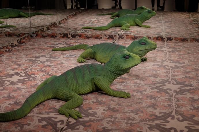 국내 최초로 열린 에셔특별전에서는 그의 테셀레이션 작품을 대표하는 '도마뱀' 조형물과 함께 특별한 기념사진을 남길 수 있는 포토존을 만날 수 있다. - 염지현 제공